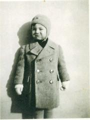 Photo Young Boy in Winter Hat & Coat